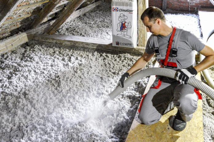 Izolace z recyklované celulózy v zimě zahřeje a v létě ochladí